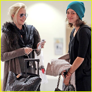 File:Phoebe-tonkin-claire-holt-new-orleans-duo.jpg
