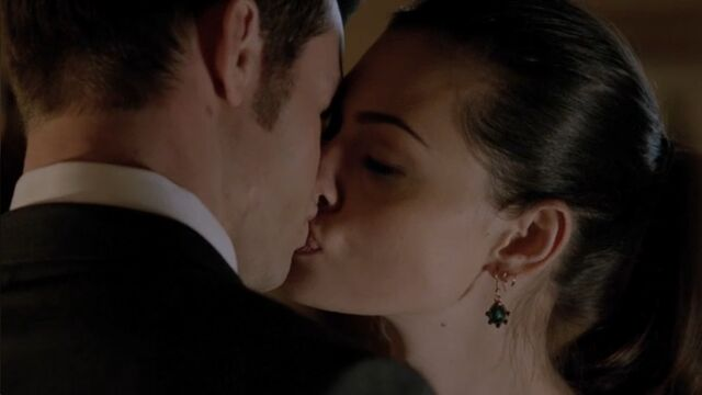 File:Hayley-and-elijah-kiss1.jpg