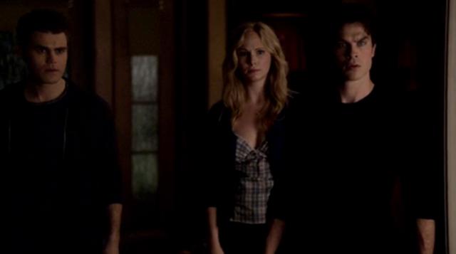File:Stefan-Caroline-Damon 4x15.png
