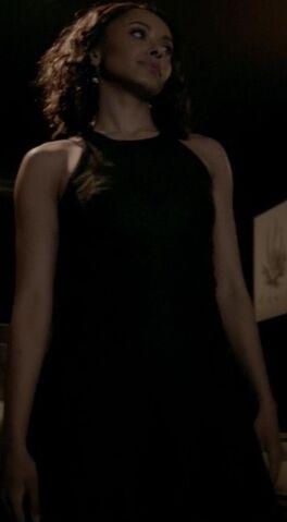 File:Bonnie 7x19 Outfit-5.jpg