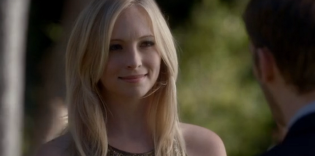 File:Caroline smiling to Klaus 4x7.png