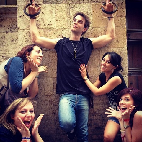 File:Nathaniel-Buzolic-and-Ladies.png