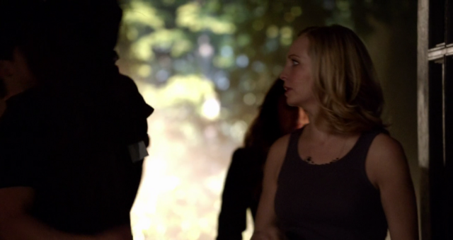 File:Enzo-Caroline in 5x18.png