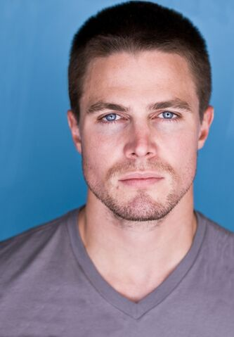 File:StephenAmell.jpg