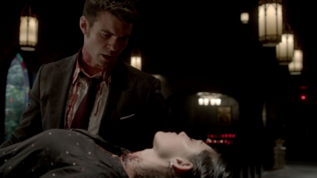 File:Elijah and Hayley in 1x22...png