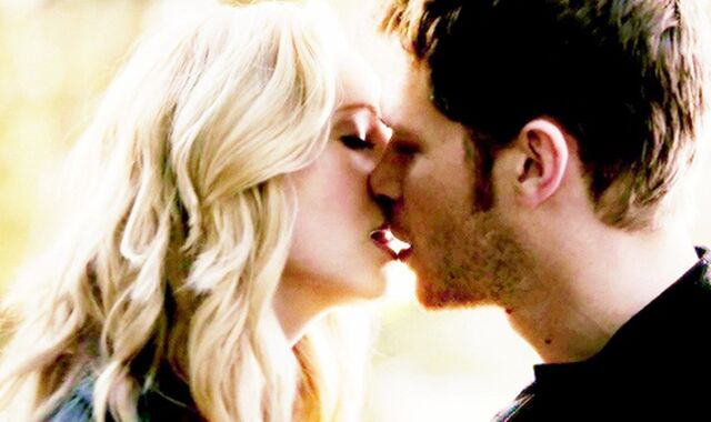 File:Klaus and Caroline kiss,,.jpg