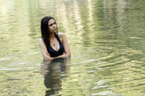 File:Vampire-diaries-elena-water-1-.jpg