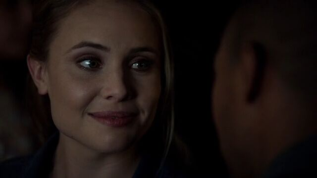 File:Camille 9 TO 1x04.jpg