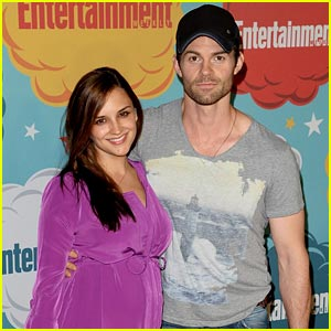 File:Daniel-gillies-rlc-give-birth.jpg