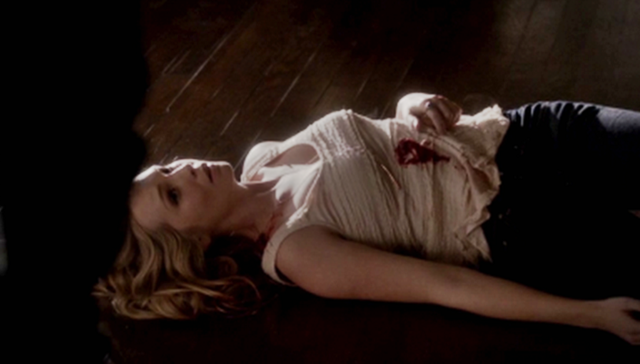 File:Caroline looking to Klaus on the floor 4x13.png