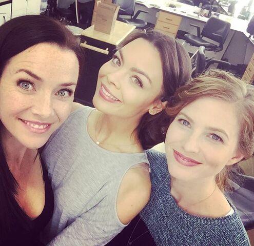 File:2015-10-15 Scarlett Byrne Elizabeth Blackmore Annie Wersching Instagram.jpg