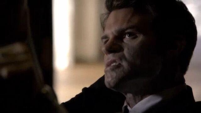 File:Elijah getting Daggered TO 1x01 ScreenCapture.jpg