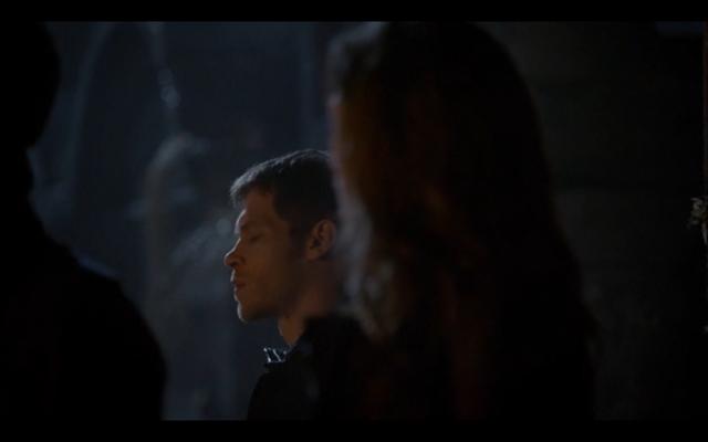 File:1x11-Hayley looking at klaus.png