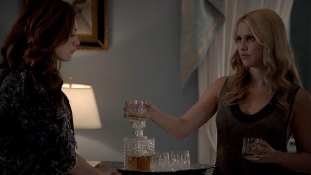 File:Rebekah and Hayley TO 1x05.jpg