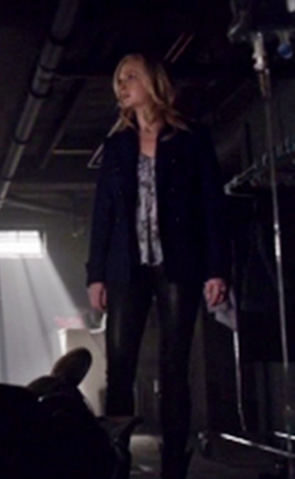 File:Caroline clothes 5x17.png