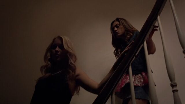 File:Rebekah and Hayley 2 TO 1x02.jpg