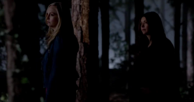 File:Caroline and Elena 5x20.png