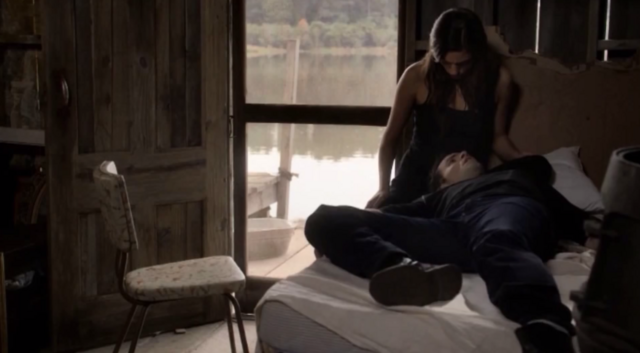 File:Elijah and Hayley in 1x8...png