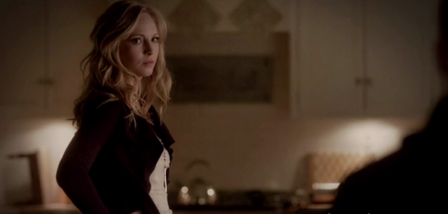 File:Caroline looking to Klaus 4x13.png