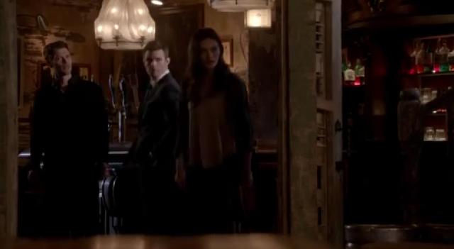File:Klaus-Elijah-Hayley 2x19.png