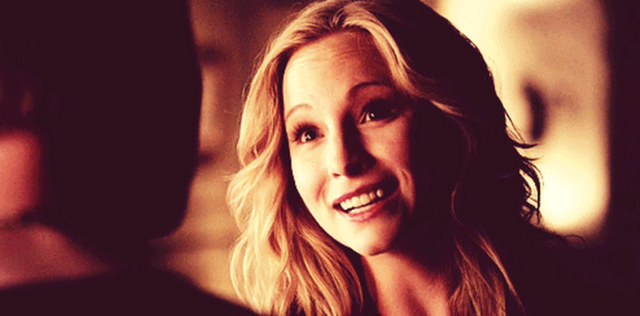File:Caroline smiling to Klaus- 4x19.png