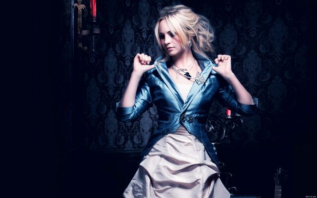 File:Queen Candice.jpg