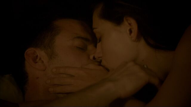 File:TO322 0147-Haylijah-kiss.jpg