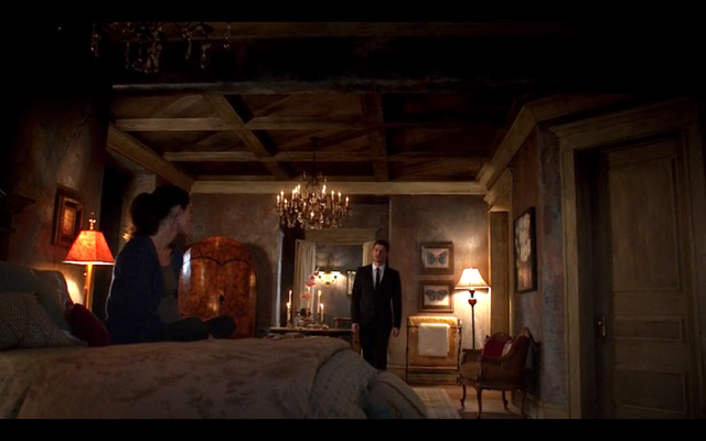 File:1x20-Klaus in Hayley's room.png