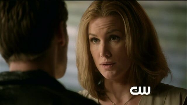 File:Esther talks to Klaus.jpg