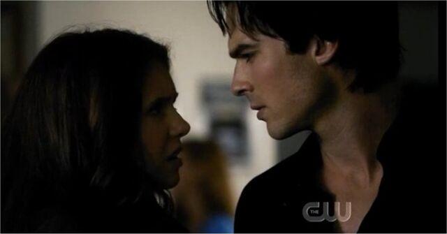 File:Damon-parla-con-elena-convinto-di-aver-baciato-lei-sulla-veranda.jpg