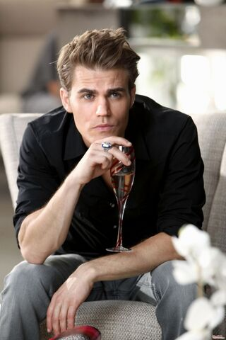 File:600full-the-vampire-diaries-screenshotStefan Mall.jpg