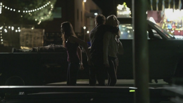 File:Elena-Stefan and Caroline 2x2.png
