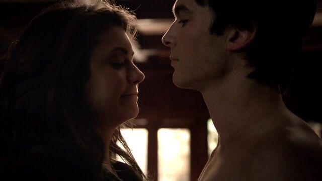 File:The Vampire Diaries S05E17 720p kissthemgoodbye net 0203.jpg