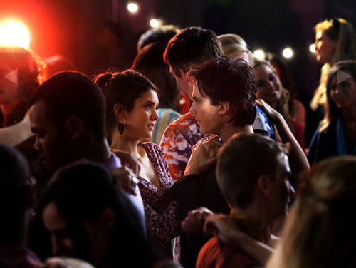 File:Damon & elena 218 dance.png