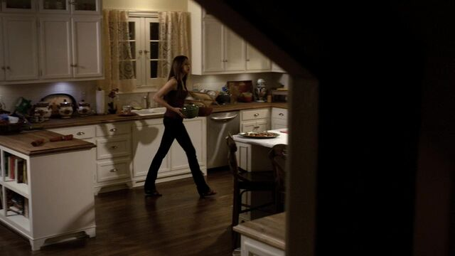 File:TVD1x03-Gilbert House 61.jpg