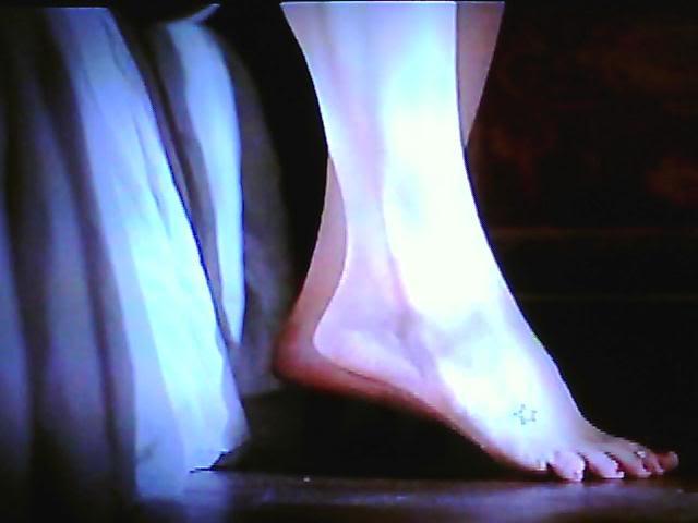 File:Candice-Accola-Feet-120943.jpg