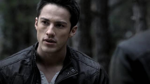 File:The-vampire-diaries-2x14-crying-wolf-tyler-lockwood-cap mid.jpg