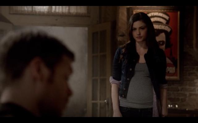 File:1x09-Hayley confronts Klaus 4.png