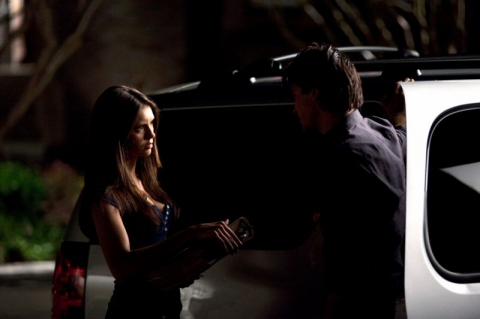 File:Elena+and+damon.jpg