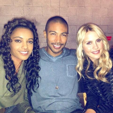 File:The Originals - Claire, Charles Michael, and Maisie.jpg