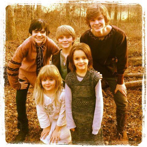 File:Piątka rodzeństwa jako dzieci.jpg
