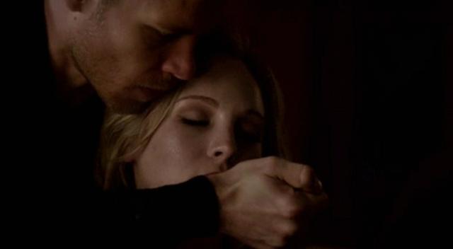 File:Klaus saving Caroline 4x13.png