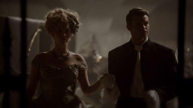 File:Elijah and Rebekah TO 1x04.jpg