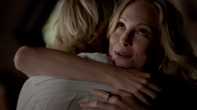 File:Liz and Caroline 5x1.png