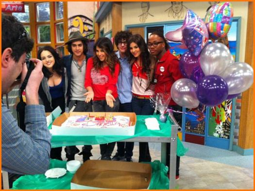 how can i meet the victorious cast