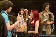 Elizabeth-gillies-victorious-backlot-02
