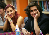 Ariana Grande Victoria Justice Visits Duke 5P9Yd ozqYAl