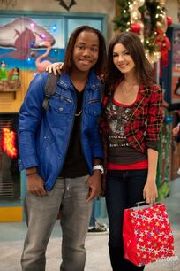 Victoria justice a christmas tori victorious episode still pXxAkjR.sized