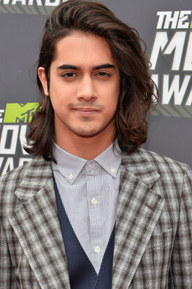 Avan+Jogia+Arrivals+MTV+Movie+Awards+4+YkHVwK3kWxlx