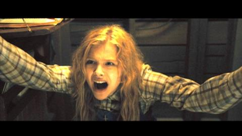 Carrie (2013) - Clip Go to your closet